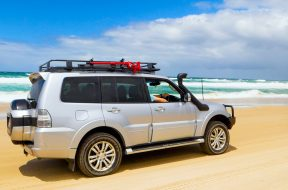 Campr-thumnail-top-5-tips-driving-beach-safely-WEBSOCIAL